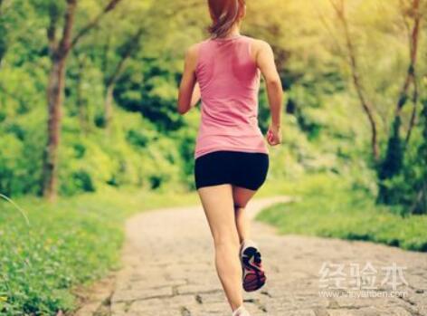 每天坚持跑步一个月能瘦多少
